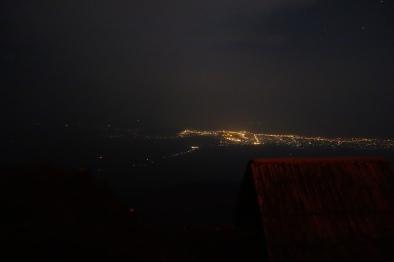 …im Rücken die Lichter von Goma.