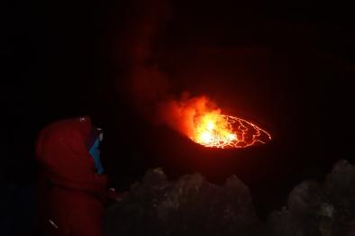 Dick vermummt am Kraterrand. Die halbe Nacht.