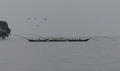 Jede Nacht paddeln die singenden Fischer auf den Kivusee hinaus und kehren in den Morgenstunden zurück.