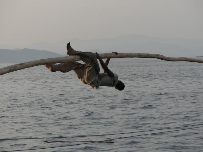 Im Übermut ging das Paddel über Bord.