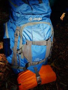 Gut gerüstet für 3 Tage Trekking mit Übernachtung im Dschungel.